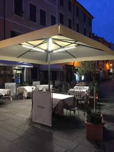 impianto-led-ombrellone-ristorante